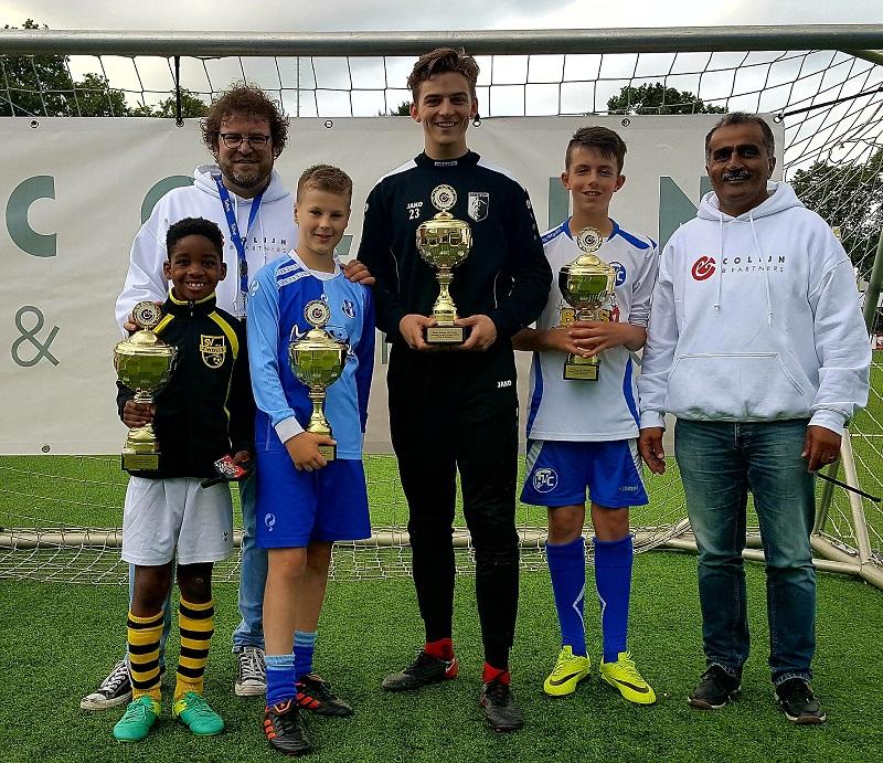 V.l.n.r.: Jayfone Amankwa-Gyamfi (SV Zwolle), Jan Veldman (sponsor Colijn & Partners), Kai Zijda (SVI), Huib Veurink (Berkum), Thom Kardinaal (HTC) en Huseyin Torunlar (hoofdscheidsrechter).