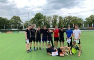 Ouders mini's danken trainers voetbalschool