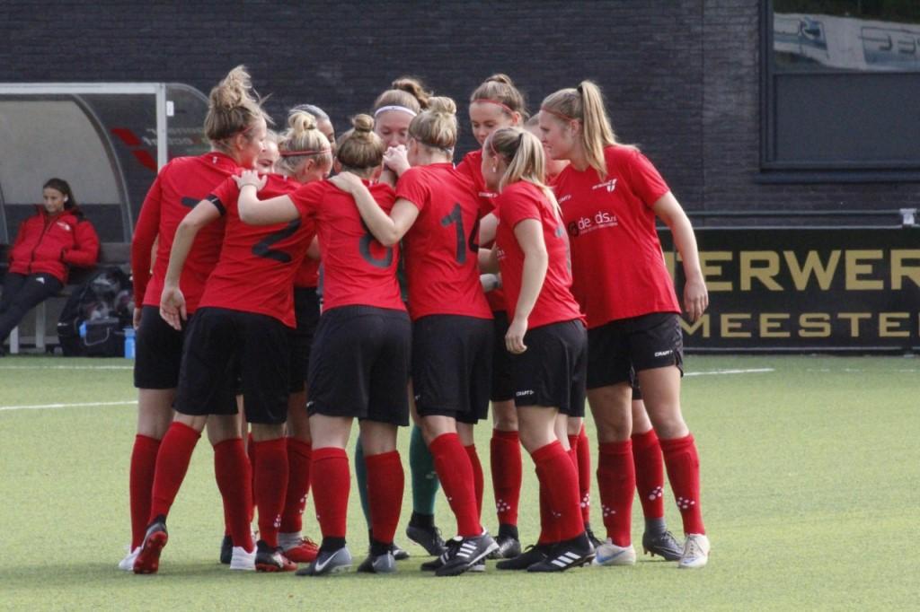 Vrouwen 1 wint thuis van  Warburgia