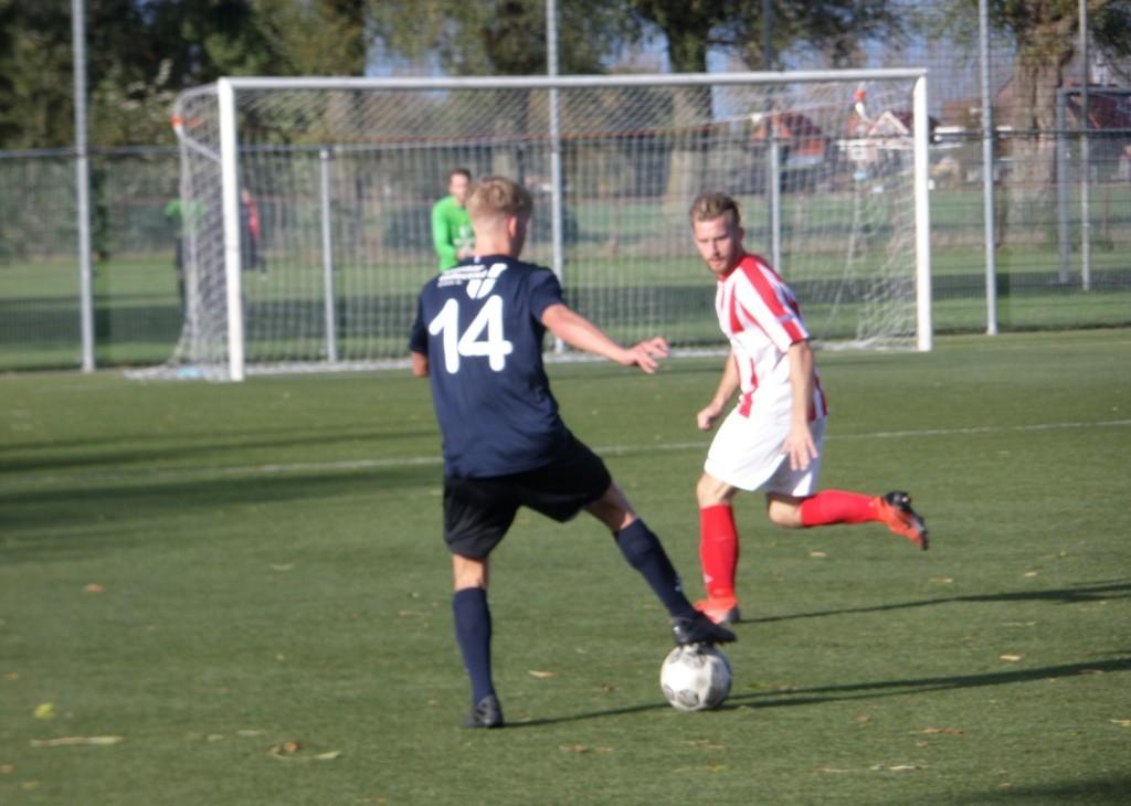 Jacco Bruggeman probeert een tegenstander te passeren.